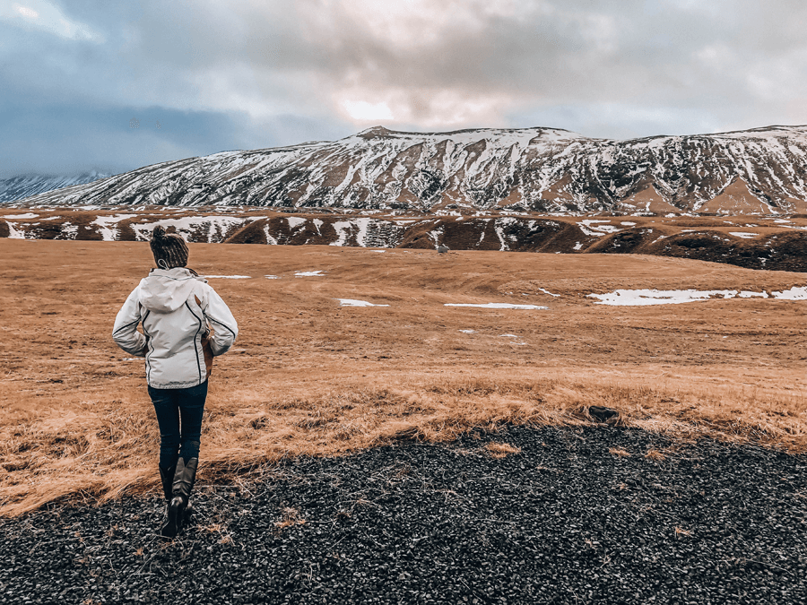 Visiting Iceland in the winter with Hotel Selid Hotel mountain view in Hella and snow