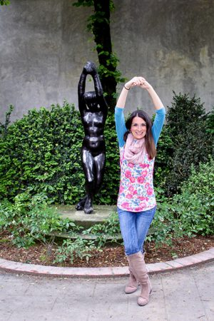 Blogging tips photography example of brunette girl posing next to statue